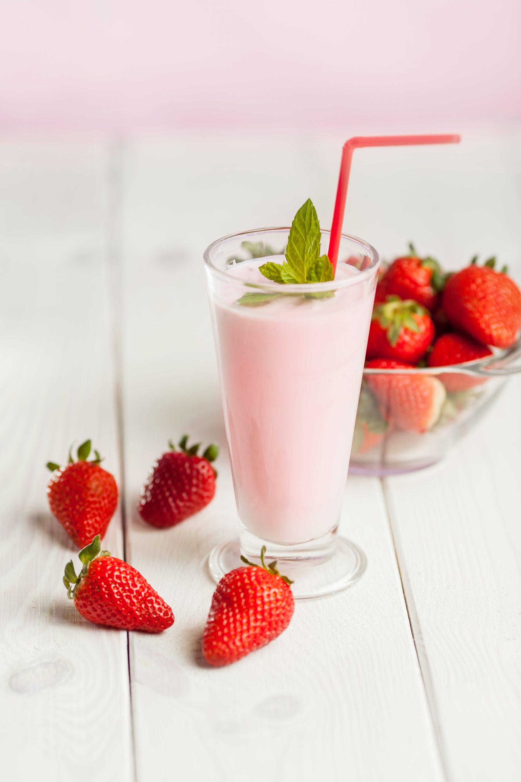 Proteinowy shake truskawkowy